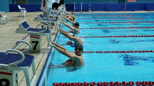 成年组游泳比赛圆满结束