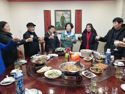 【新春走基层】一个特殊大家庭的年夜饭