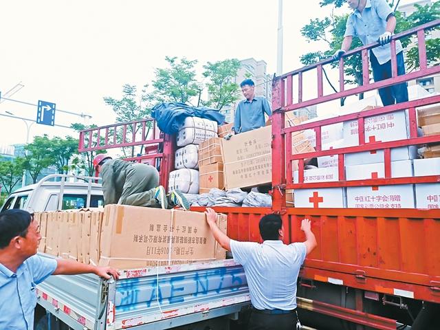 市红十字会一批救灾物资将运抵防汛一线