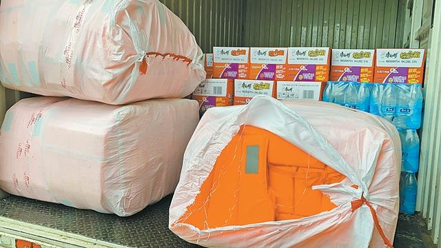 快递企业3000余条编织袋送到抗洪一线