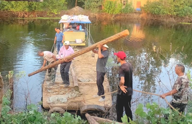 六十余名壮汉激战双桥河 和县乌江镇连续奋战4小时处置一起塌方险情
